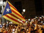 bendera-catalonia-estelada-berkibar-di-barcelona-spanyol_20171029_141832.jpg