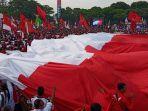 bendera-merah-putih-berukuran-sekitar-100-meter-warnai-kampanye-jokowi-di-stadion-sriwedari-solo.jpg