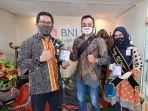 bni-syariah-bagikan-masker-dan-hand-sanitizer-untuk-peringati-hari-batik-nasional.jpg
