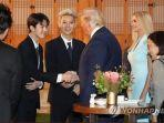 boyband-exo-saat-bertemu-dengan-presiden-as-donald-trump.jpg