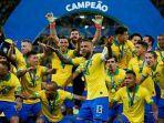brasil-saat-menerima-piala-copa-america-2019.jpg