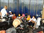 buruh-garmen-cv-pi-xiu-tak-bekerja-di-depan-pabriknya-di-jalan-gawok-kecamatan.jpg