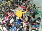 detik-detik-aksi-pencurian-tas-dalam-lingkiran-di-toko-balance-bike-di-kawasan-jeb.jpg