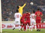 duel-udara-dua-pemain-timnas-u-23-indonesia.jpg