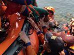 evakuasi-korban-tenggelam-yang-dilakukan-berbagai-rela.jpg