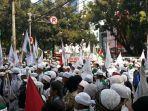 foto-saat-massa-dari-front-pembela-islam-fpi-melakukan-aksi-unjuk-rasa.jpg