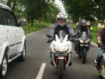 ilustrasi-berkendara-menggunakan-sepeda-motor-dengan-aman-saat-berpuasa.jpg