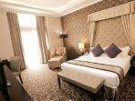ilustrasi-kamar-di-adhiwangsa-hotel-solo.jpg