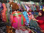 ilustrasi-pedagang-baju-batik-di-pasar-klewer-solo.jpg
