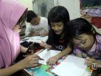 ilustrasi-siswa-belajar-dari-rumah-didampingi-orangtua-selasa-3132020.jpg
