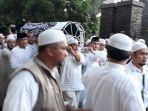jenazah-ustaz-arifin-ilham-tiba-di-masjid-az-zikra.jpg