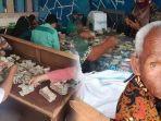 kakek-tunarungu-asal-payakumbuh-sumatera-barat-yang-menyembunyikan-uang-hingga-5-karung.jpg