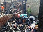 kebakaran-di-rumah-milik-sumidi-yang-berlokasi-di-daerah-daerah-semanggi-pasar-kliwon.jpg