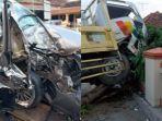 kecelakaan-dahsyat-antara-sedan-dengan-truk-pengangkut-ikan-terjadi-di-j.jpg