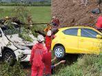 kecelakaan-mobil-ke-jurang-dan-tertimpa-pohon.jpg