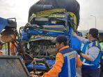 kecelakaan-truk-pengankut-cabai-dengan-truk-gandeng-di-jalan-solo-ngawi-546745.jpg