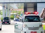 keluar-mobil-ambulans-dari-rsud-bung-karno-solo-covid-19-tenaga-kesehatan.jpg