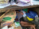 keluarga-yang-hidup-di-kolong-meja-hik-di-kecamatan-kartasura-jala.jpg