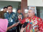 kepala-kantor-cabang-bpjs-ketenagakerjaan-surakarta-yosef-rizal-batik-merah.jpg