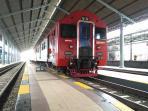 kereta-api-di-stasiun-solo-balapan-prameks_20160704_105046.jpg