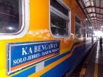 kereta-api-ka-bengawan-di-stasiun-purwosari-solo_20180625_101427.jpg