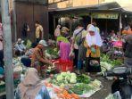 kerumunan-pasar-gagan-h-1-ramadan.jpg