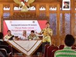 ketua-persatuan-wartawan-indonesia-pwi-surakarta-anas-syahirul_20171223_211320.jpg