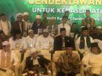 ketua-umum-pbnu-saiq-aqil-siraj-dan-kh-maimoen-zubair-memimpin-konferensi-pers-usai-multaqo-ulama.jpg