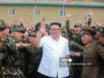 kim-jong-un-sedang-memeriksa-1524-unit-tentara-rakyat-korea-utara.jpg