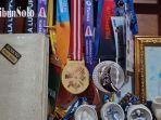koleksi-medali-dan-penghargaan.jpg
