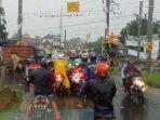 kondisi-jalanan-macet-parah-di-kawasan-mayang-kecamatan-gatak-menuj.jpg