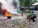 latihan-pemadaman-kebakaran_20160415_165547.jpg