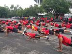 latihan-push-up-anggota-kodim-0735surakarta_20180104_220154.jpg