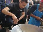lee-chong-wei-membantu-memasak-buat-korban-banjir-di-kelantan-malaysia_20170124_183253.jpg