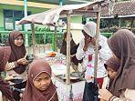 lia-afidah-29-penjual-papeda-yang-menggunakan-seragam-sekolah.jpg