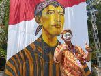 lukisan-raksasa-presiden-joko-widodo-di-plasa-manahan-uio.jpg