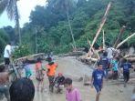 lumpur-dan-kayu-menumpuk-di-sungai-desa-salua-kecamata-kulawi-kabupaten-sigi_20181021_195623.jpg