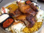 masakan-ayam-utuh-khas-palestina-di-emados-shawarman-cabang-solo.jpg