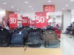 matahari-solo-grand-mall-berikan-diskon-tas-ransel-hingga-50-persen-kepada-pelanggan_20170127_092314.jpg