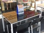 meja-warna-hitam-yang-harganya-mendapat-promo_20171219_120559.jpg