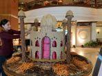 miniatur-masjid-dari-bumbu-pawon-di-the-sunan-hotel-solojumat-2642019.jpg