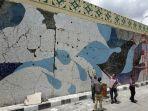 mozaik-yang-dipasang-di-dinding-flyover-manahan-solo.jpg