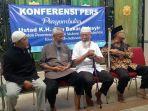 muhammad-rosyid-abu-abu-saat-konferensi-pers-di-ponpes-islam-al-mukmin-ngruki.jpg