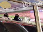 nadya-arifta-tertangkap-kamera-sudah-berada-di-tribun-stadion-manahan-so.jpg