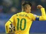 neymar-berseragam-timnas-brasil_20171228_145944.jpg