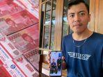 nova-kurniawanto-20-menunjukkan-foto-bersama-penemu-uang-bernama-joko-d.jpg