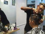 pangkas-rambut-di-outlet-baru-classy-barbershop_20170816_115411.jpg