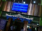 papan-informasi-bandara-adi-sumarmo_20170302_142237.jpg