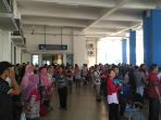 para-pemudik-menunggu-bus-di-ruang-tengah-terminal-tirtonadi_20170702_093759.jpg