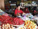 pedagang-di-pasar-boyolali-kota-melayani-pembeli-rabu-482021.jpg
